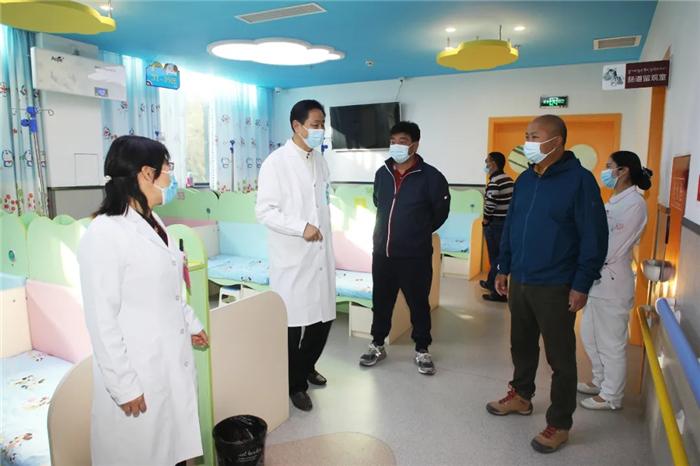 云南昆钢医院院长宋超一行莅临西藏阜康医院考察交流