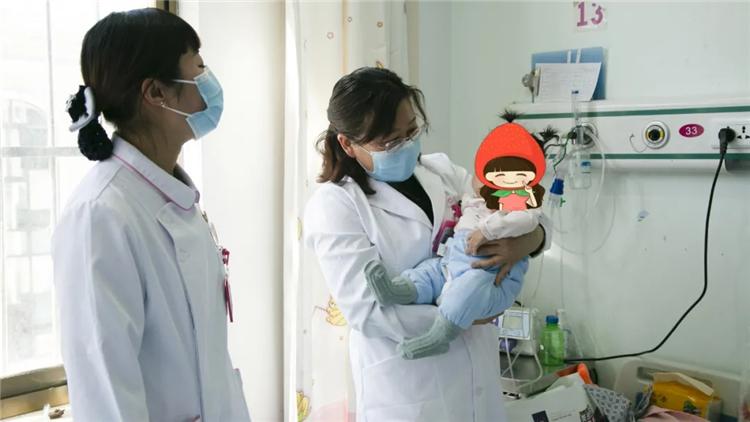 儿童节里绽放在阜康医院儿科的格桑梅朵